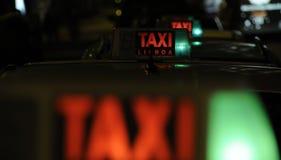 таксомотор знака кабины стоковая фотография