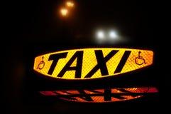 таксомотор знака Стоковые Изображения