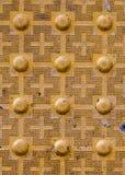Тактильный вымощать с текстурированной земной поверхностью с маркировками, indic Стоковое Изображение RF