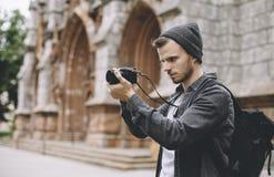 Талантливый и профессиональный фотограф путешествует этот город и фотографирует некоторые люди и ландшафты этого Стоковые Фотографии RF