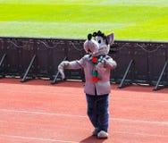 Талисман клуба футбола Terek на арене Akhmat танцует lezginka Стоковое Изображение RF