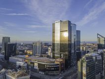 ТАЛЛИН, ЭСТОНИЯ - 01, городской пейзаж 2018 антенн современного дела Стоковое фото RF