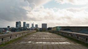 ТАЛЛИН, ЭСТОНИЯ - ОКОЛО ОКТЯБРЬ 2017: взгляд Таллина от старого Linnahall в холодном дне осени Стоковое Изображение