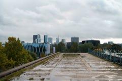ТАЛЛИН, ЭСТОНИЯ - ОКОЛО ОКТЯБРЬ 2017: взгляд Таллина от старого Linnahall в холодном дне осени Стоковые Фото