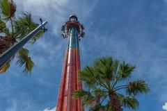 ТАМПА, ФЛОРИДА - 5-ОЕ МАЯ 2015: Привлекательности в садах Tampa Bay Busch Флорида Башня стоковая фотография rf