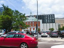 Тампа, Флорида, Соединенные Штаты - 10-ое мая 2018: Улица и автомобили в центре города Тампа, Флориды, Соединенных Штатов стоковое фото