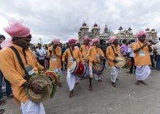 Танец барабанчика на дворце Майсура стоковые фотографии rf