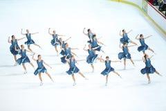 Танец грациозностей команды катаясь на коньках Стоковая Фотография RF