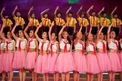 Танец детей: Молодой салют пионеров Стоковые Фото