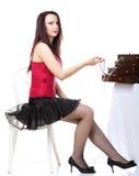 Танец женщины танцовщицы в красной изолированной белизне стула корсета стоковое изображение rf