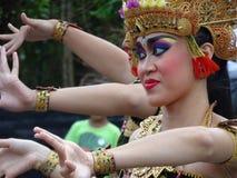Танец женщины традиционный индонезийский Стоковое Изображение RF