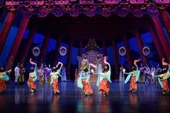 Танец 2 карликовых шимпанзе - второй поступок: пиршество в ` принцессы дворц-былинного ` драмы танца Silk Стоковая Фотография