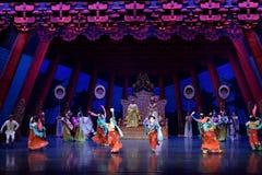 Танец 2 карликовых шимпанзе - второй поступок: пиршество в ` принцессы дворц-былинного ` драмы танца Silk Стоковые Фото