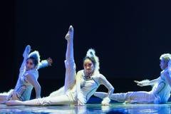 Танец кота девушк-современный Стоковые Изображения RF