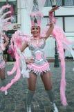 Танец самбы в фестивале Бухареста театра 2015 Stradal с группой Santa Cruz Стоковые Фото