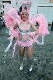 Танец самбы в фестивале Бухареста театра 2015 Stradal с группой Santa Cruz Стоковое Изображение