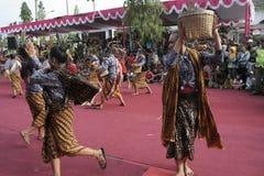 Танец сотен поставленный в Sukoharjo Стоковое Изображение