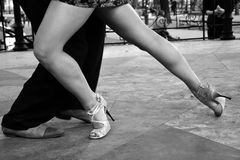 Танец танго Покажите на улице Стоковые Изображения RF