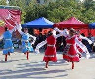Танец танца женщины тибетский Стоковая Фотография