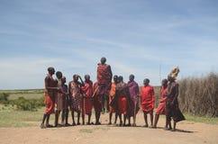 Танец Том Wurl Masai скача Стоковые Изображения