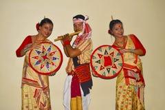 Танец Bihu ассамца, Пуна, махарастра стоковые фото