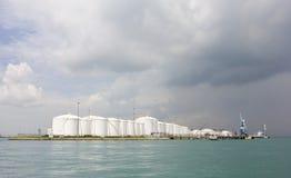 Танки нефтеперерабатывающего предприятия Стоковая Фотография RF