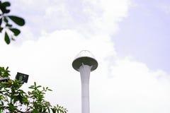 Танк и облака водоснабжения стоковые изображения