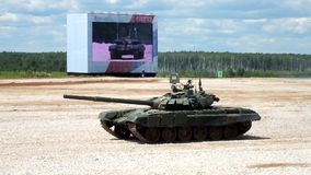 Танк T-72 видеоматериал