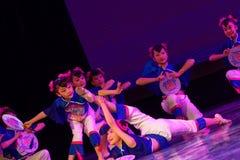 Танца ` s детей испытания академии танца Пекина маленьких девушек сортируя выставка Цзянси достижения выдающего уча стоковая фотография