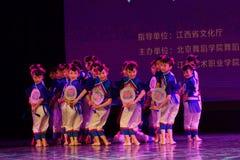 Танца ` s детей испытания академии танца Пекина маленьких девушек сортируя выставка Цзянси достижения выдающего уча стоковая фотография rf