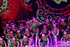 Танца ` s детей испытания академии танца Пекина стекел ` s бабушки сортируя выставка Цзянси достижения выдающего уча Стоковая Фотография RF