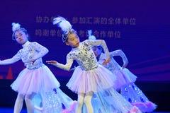 Танца ` s детей испытания белой академии танца Пекина павлина сортируя выставка Цзянси достижения выдающего уча стоковая фотография rf