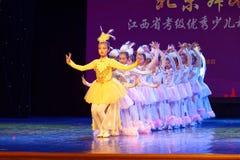 Танца ` s детей испытания белой академии танца Пекина павлина сортируя выставка Цзянси достижения выдающего уча стоковое фото rf