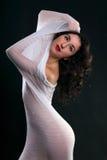 Танцевать в белой ткани стоковые фотографии rf