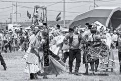Танцевать в национальных костюмах на торжестве Sabantuy Стоковое Изображение