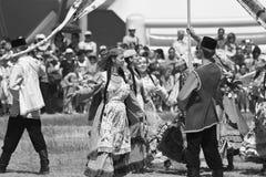 Танцевать в национальных костюмах на торжестве Sabantuy Стоковое Фото