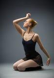 Танцевать на балерине пола с ей глаза закрыл Стоковые Фотографии RF