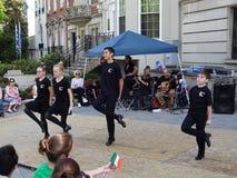 Танцевать на ирландском посольстве стоковые фотографии rf