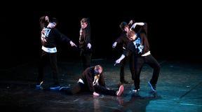 танцоры Бедр-хмеля на дискриминации этапа стоковая фотография