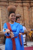 Танцоры выполняя традиционный Cham танцуют на Po Nagar, Nha Trang Стоковые Фотографии RF