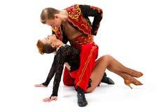 Танцоры в национальных костюмах Стоковые Фото