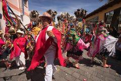 Танцоры в традиционной одежде в эквадоре Стоковое Изображение RF