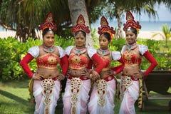 Танцоры женщин развлекая посетителей курорта Avani Bentota стоковая фотография
