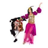 Танцоры масленицы объединяются в команду танцы маски, изолированные на белизне внутри во всю длину Стоковое фото RF