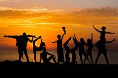 Танцоры на восходе солнца стоковое изображение rf