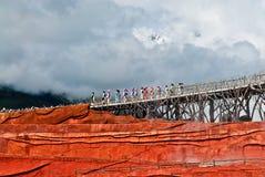 Танцоры на впечатлении Lijiang Стоковые Фотографии RF