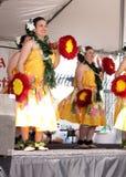 Танцоры на состязаниях по гребле дракона, озере городк Tempe Стоковое фото RF