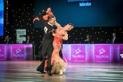 Танцоры танцуя стандартный танец Стоковые Изображения RF