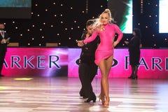 Танцоры танцуя стандартный танец Стоковое Изображение RF