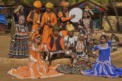 Танцоры Kalbelia на ярмарке Sarujkund около Дели, Индии стоковая фотография